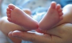 42岁女高管赴美,试管代孕获得7磅宝宝